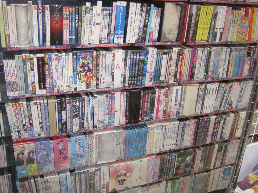 只今映像コーナーでは1000円(税抜)以下中古DVD&ブルーレイソフトの特価企画を実施中ですwwwww(┛〃° Д°)┛