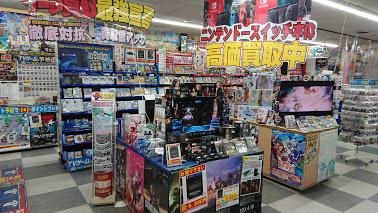 西市売場紹介⑦ TVゲーム専門売場では新作からオールドまで